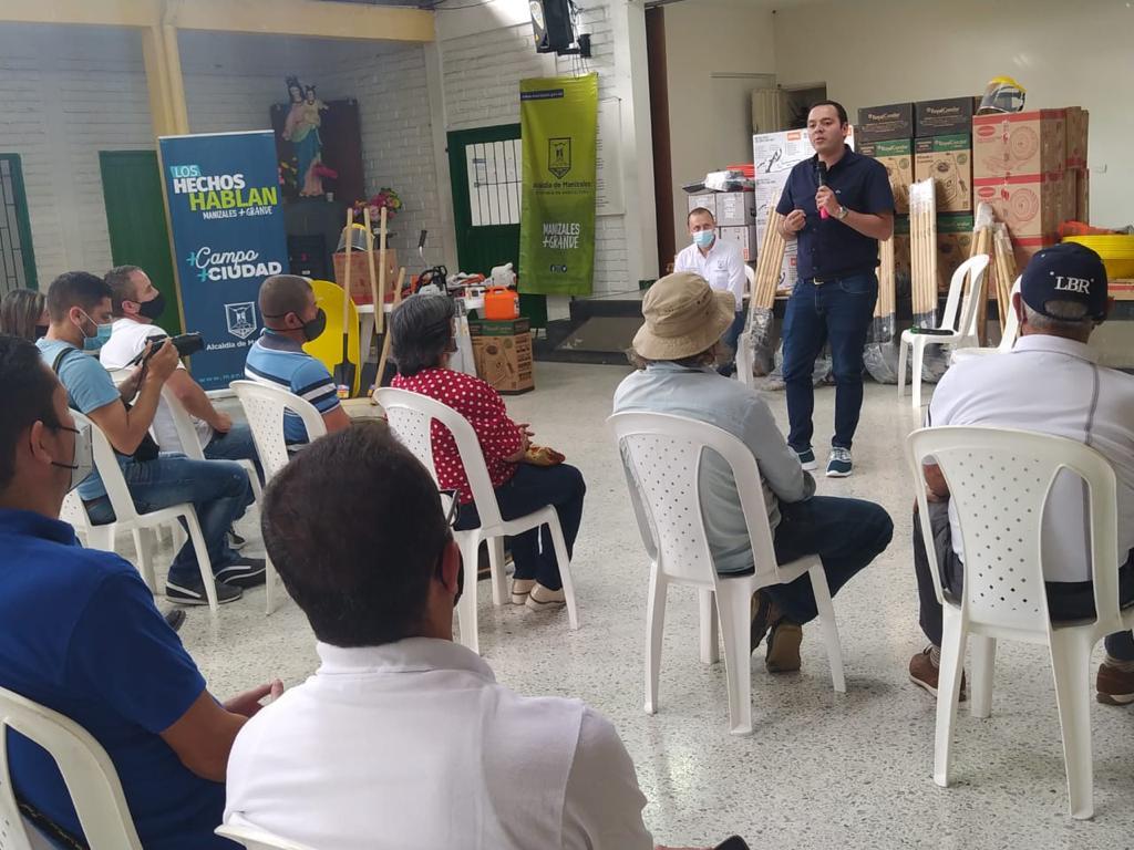 Alcaldía de Manizales entregó los primeros 13 combos de maquinaria de 72 que dará a las veredas del municipio